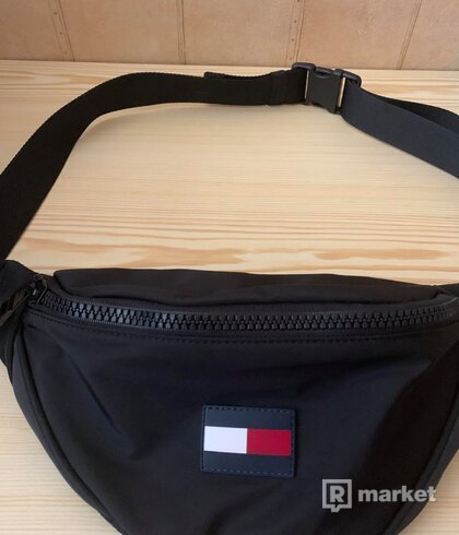 tommy hilfiger waist bag
