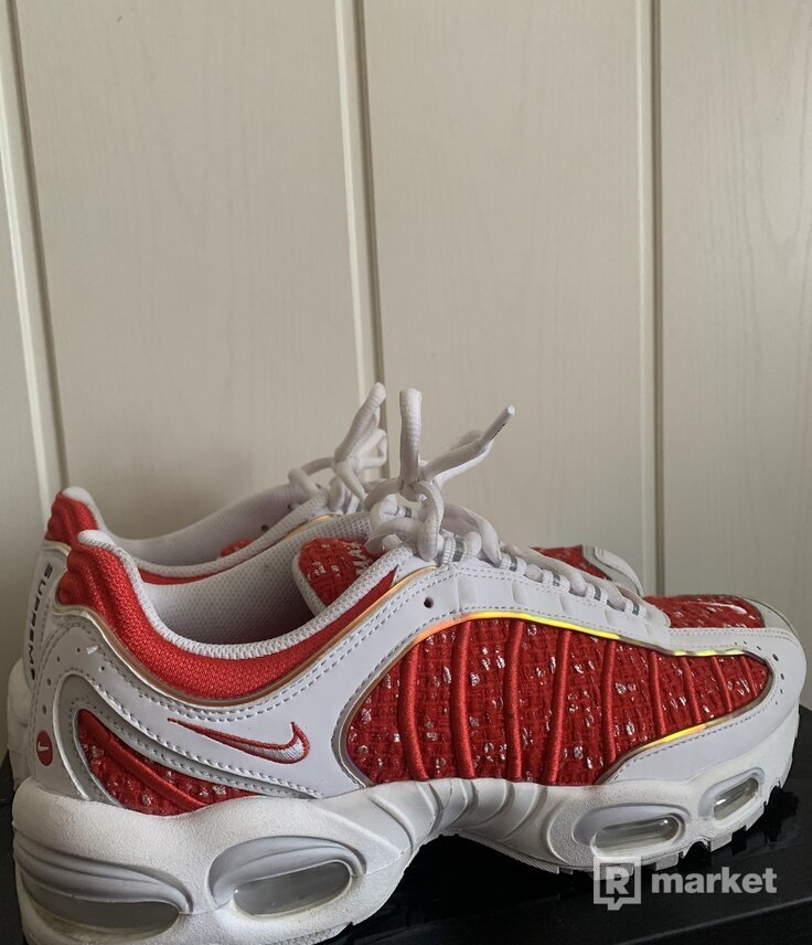 Nike & supreme tailwind 4