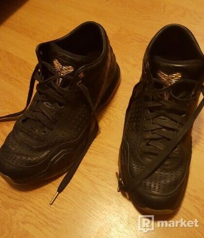Nike Kobe Bryant black gum