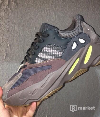 Adidas Kanye West Yeezy Boost 700