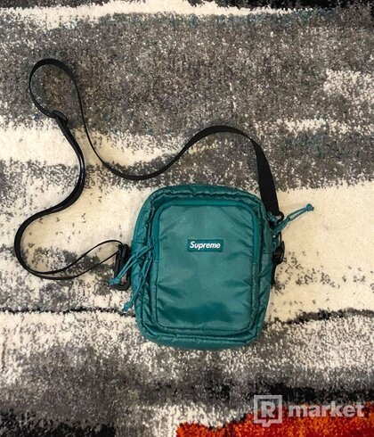 SUPREME FW 17 SHOULDERBAG