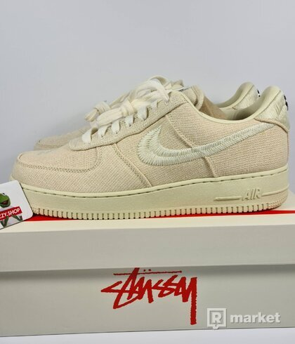 NIKE AIR FORCE 1 X STUSSY FOSSIL