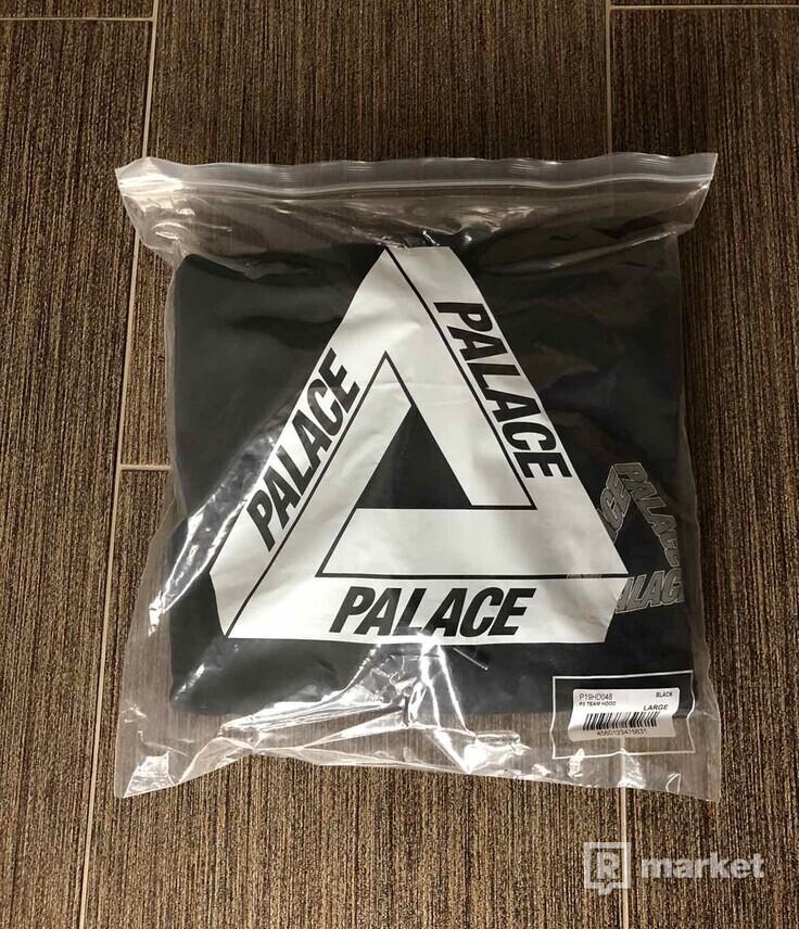 Palace P3 Team Hood size L