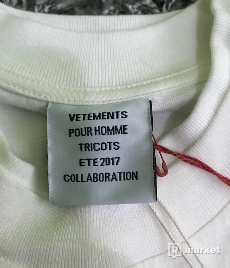 Vetements x Hanes 2017 double layered tee Retail 540€