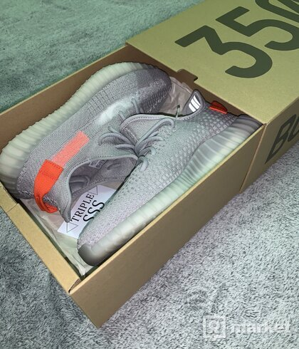 Yeezy BOOST 350 Tail Light 42/3