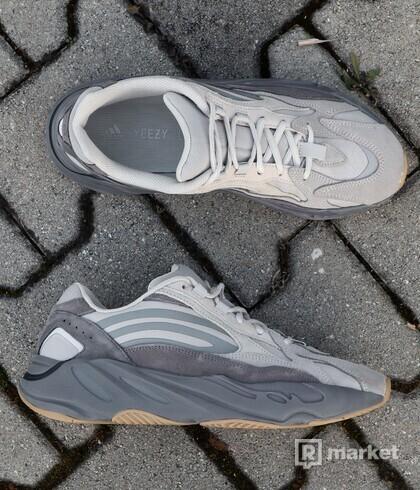 adidas Yeezy Boost 700 V2 Tephra - US9.5