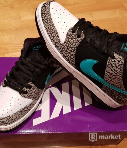 Nike Dunk Low Elephant