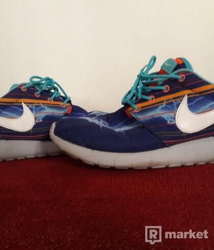 Nike Roshe Run/Lightning