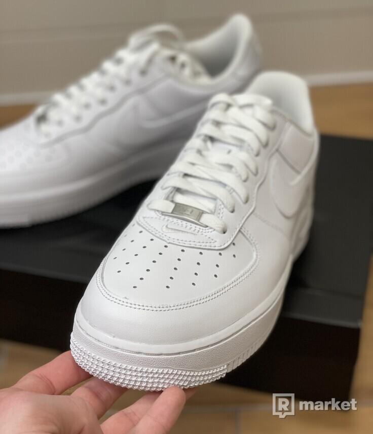 Nike Air Force 1 Low Supreme White