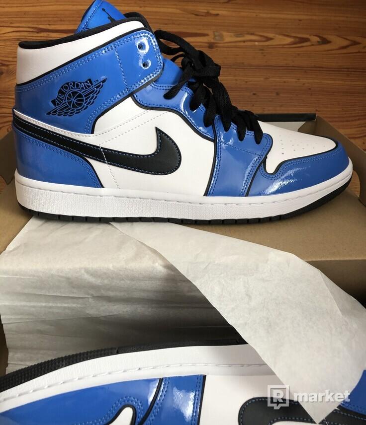 Air Jordan Mid Signal blue