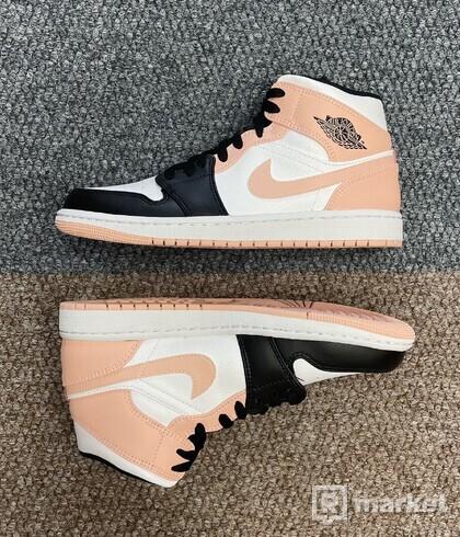 Air Jordan 1 Arctit Orange