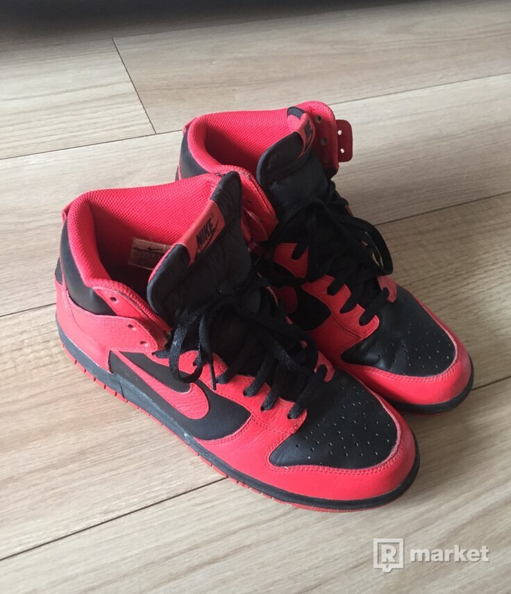 NIKE DUNK HIGH ACTION RED