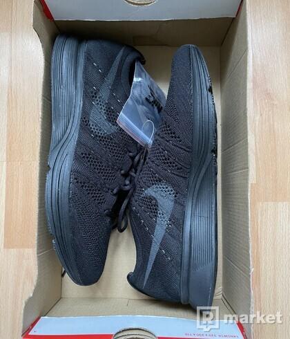 Nike Flyknit Triple Black
