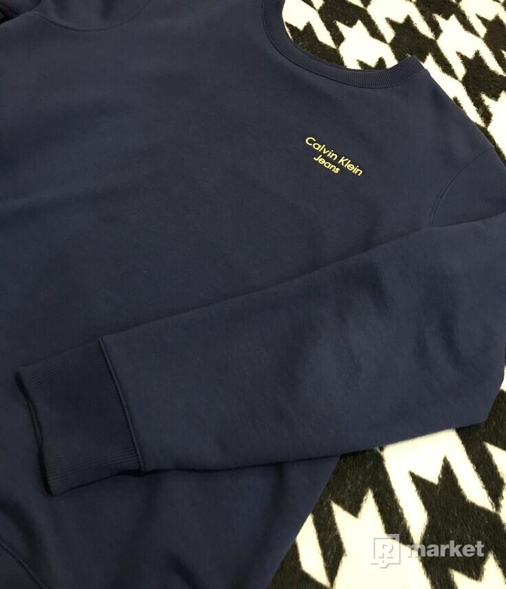 Calvin Klein sveter