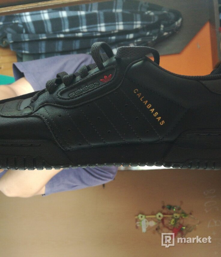 YEEZY POWERPHASE CORE BLACK VEL. 41 a 1/3