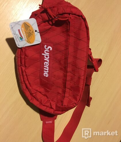 Supreme f/w18 Waist bag Red