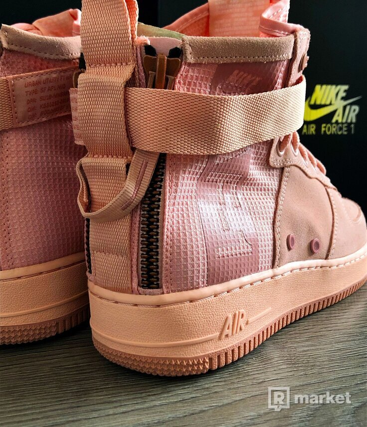 Nike Air Force 1 Mid Coral Stardust