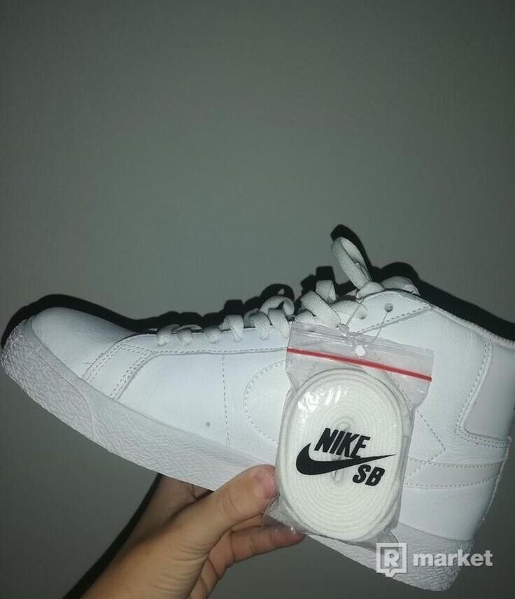 Nike blazers triple white
