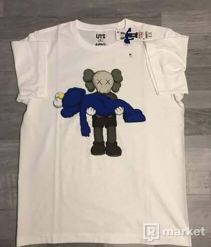 KAWS x Uniqlo Graphic Tee Blue/Grey/White)