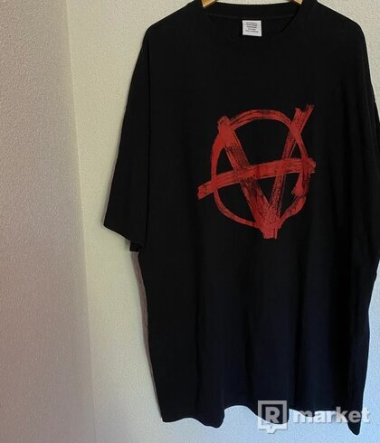 Vetements Anarchy tee