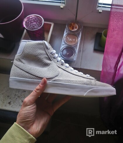 Nike Blazer Mid x stranger things upside down