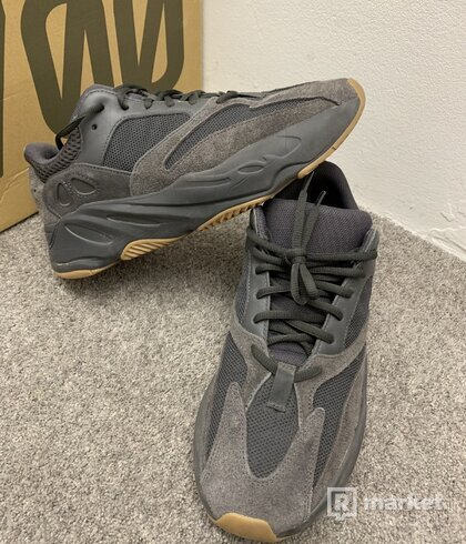 Yeezy 700 utility black