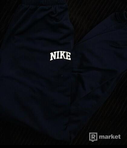 Nike tepláky tmavo-modré