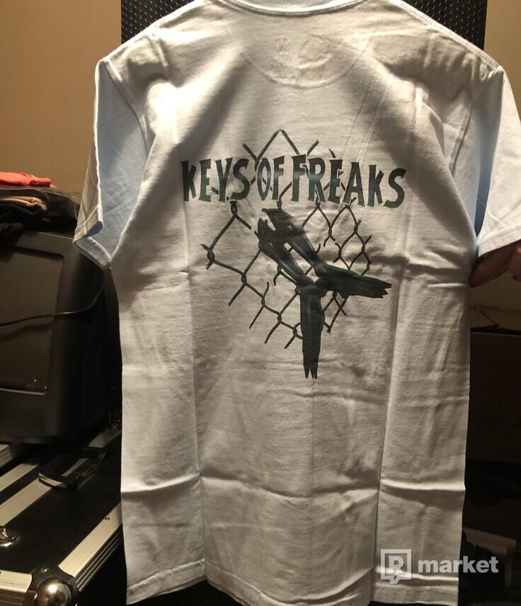 Freak clothing tee