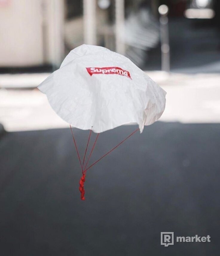 Supreme parachute toy + nalepky