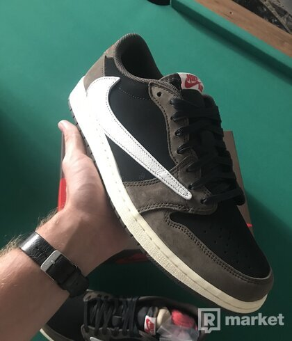 Jordan 1 Low Travis Scott