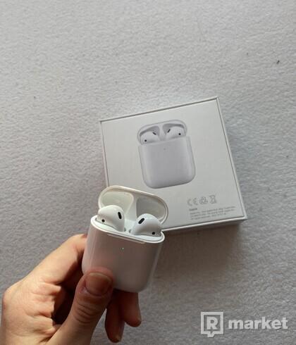 Apple AirPods 2 bezdrátové nabíjení