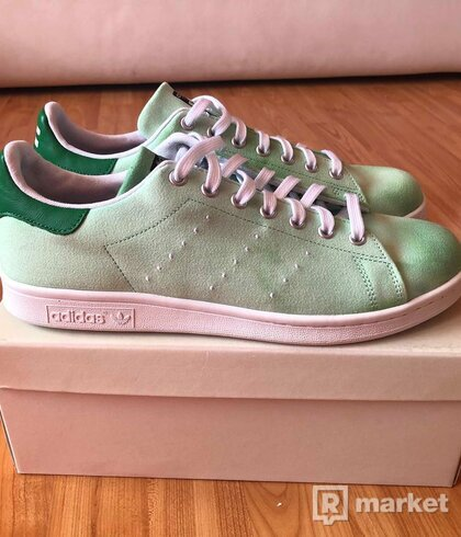 Adidas Pharrell Williams x Stan Smith Holi festival