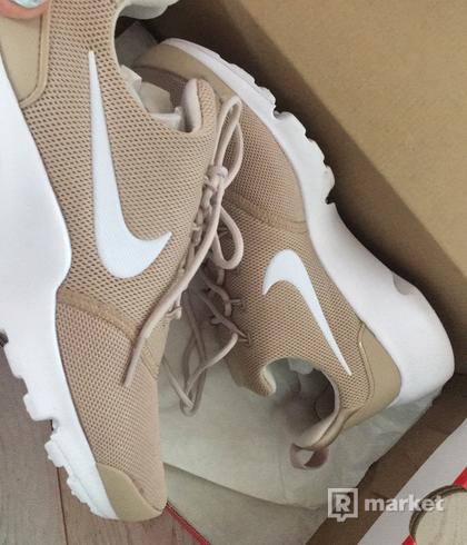 Nike WMNS presto fly