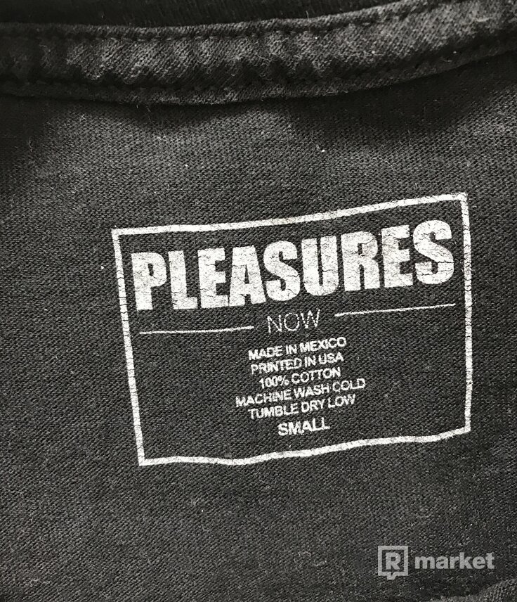 Pleasures black tee