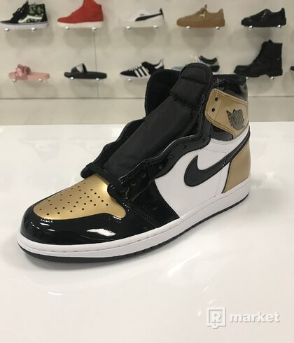 Air Jordan 1 Retro High OG Gold Toe