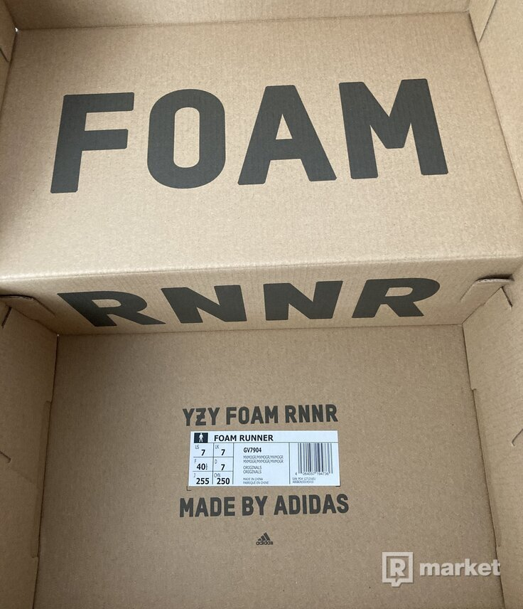 Yeezy Foam Runner Moon