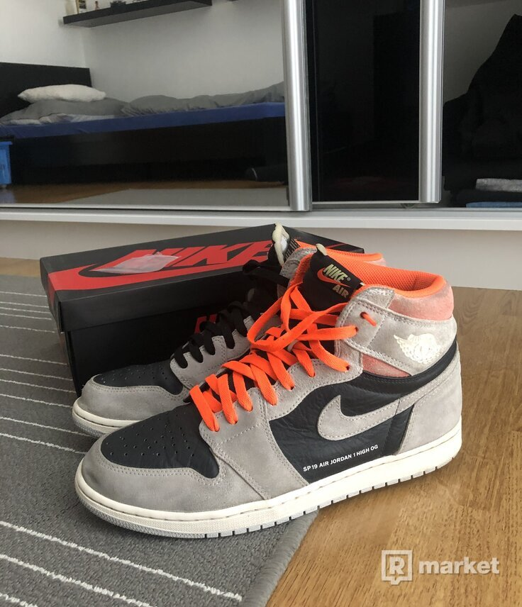 Nike aj1 Hyper Crimson