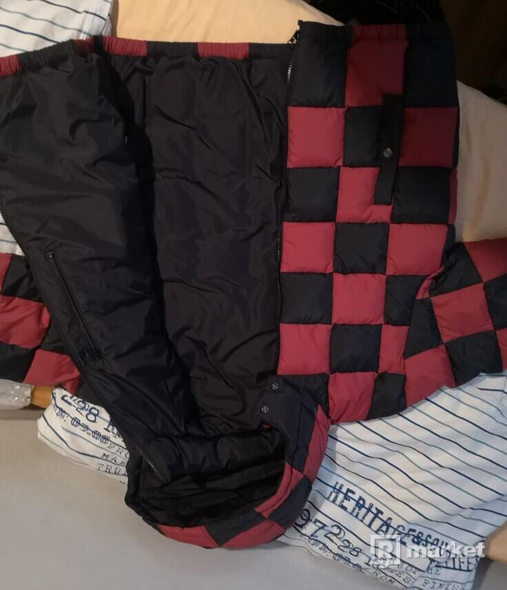 supreme puffy jacket checkerboard red, L, pošlem aj na dobierku / prevod na učet