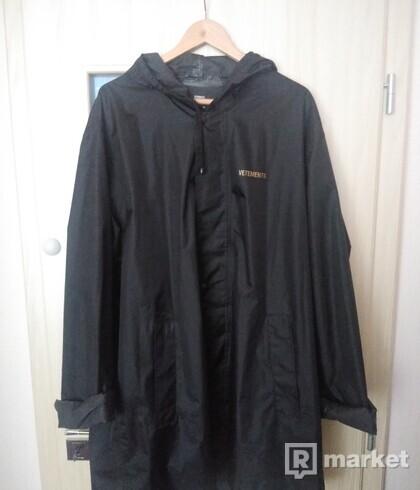 Skrátený Vetements  raincoat