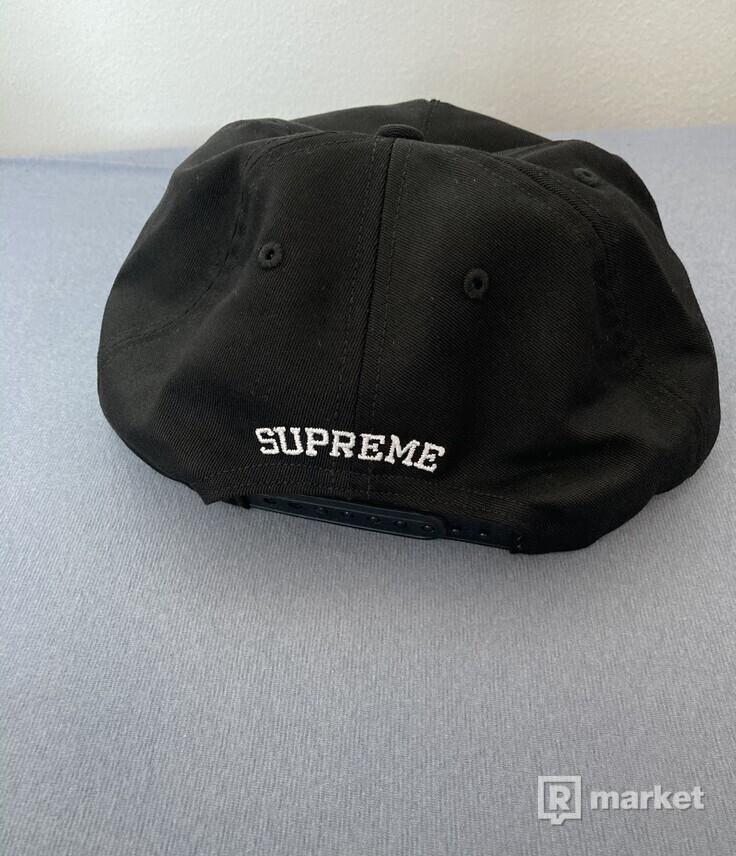 Supreme Futura Logo 5-Panel šiltovka/čiapka