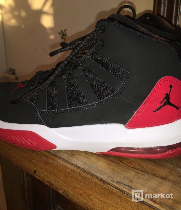 Nike Jordan max aura