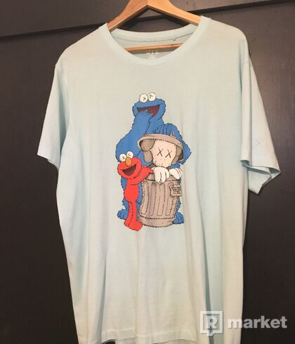 kaws x uniqlo x sesame street trash can tee