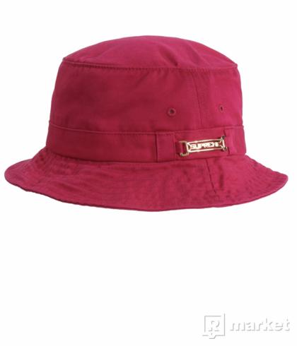 Supreme name plate bucket hat