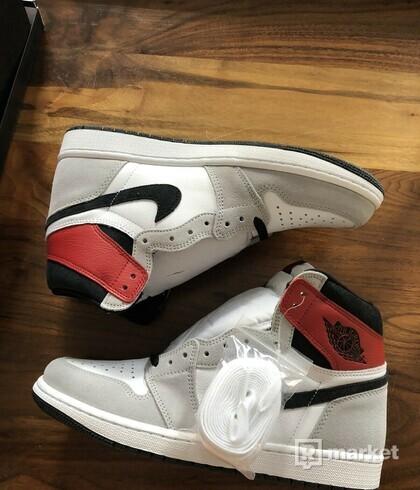Air Jordan 1 Retro High OG Smoke Grey