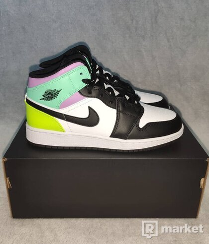 Jordan 1 Mid white/black volt Green glow